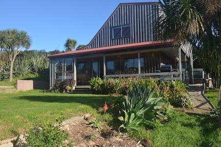 Rustic Red Roof Cottage, Free Kayaks & Surfboards - Raglan