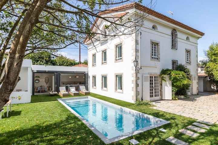 Terrific Traditional Home with Pool near Biarritz