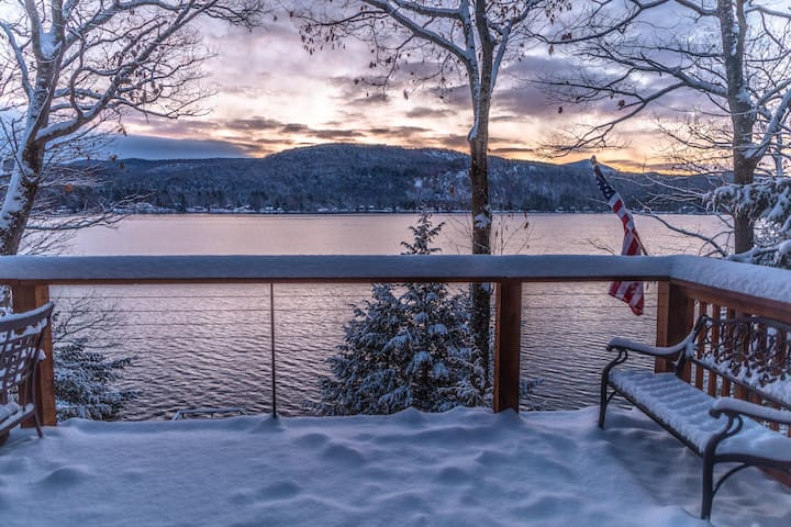 Waterfront lakehouse with incredible winter views!