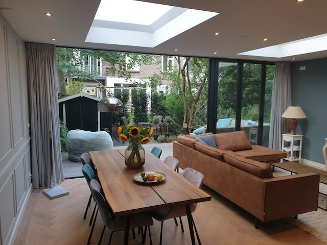 Fully renovated High end apartment with garden!