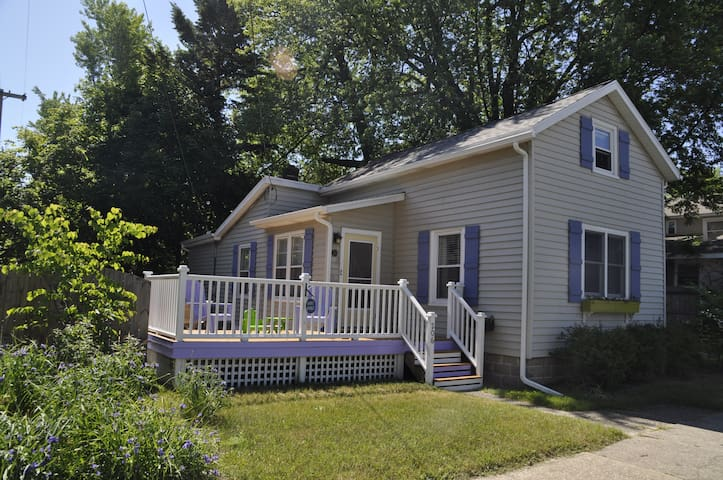 Ruth's Retreat - cozy & close to it all! - Grand Haven - Huis