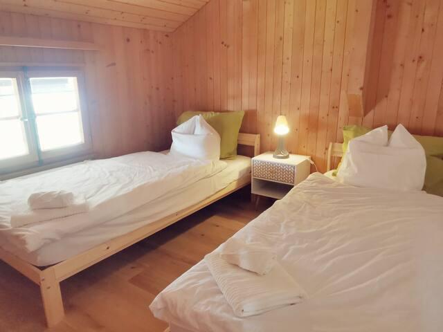 Chambre 2 avec 2 lits simple 90 x 200cm