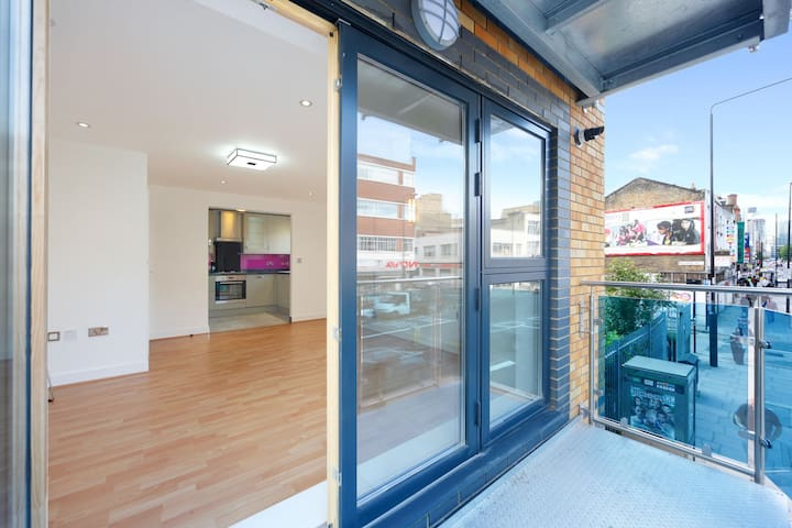 New Flat close to City of London and Transport