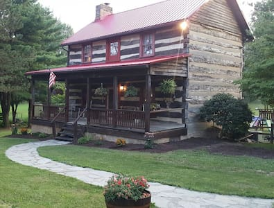 Rustic Log Home Away From Home - Latrobe - Rumah