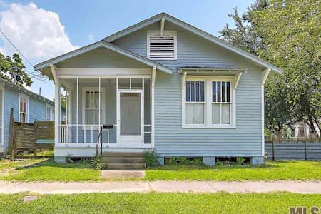 Cute home! Walk to downtown & close to LSU - Ház
