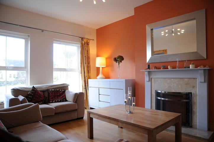 Modern cosy house 1.3km from Town. Free WiFi & (P) - Dingle - Townhouse
