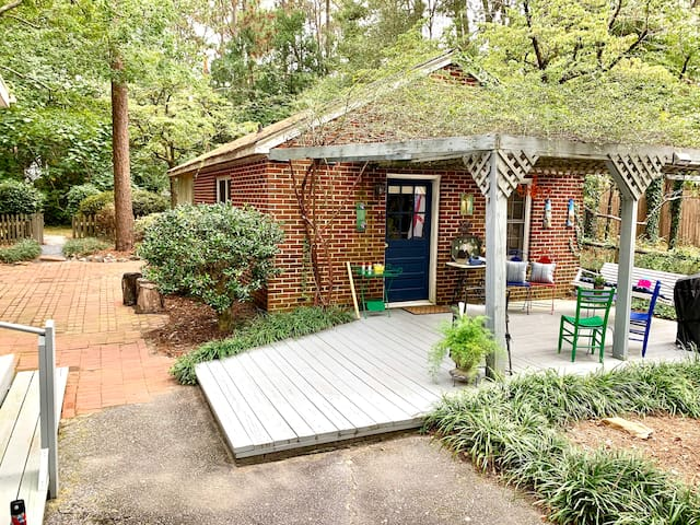 Same cozy vintage downtown cottage - new owners!