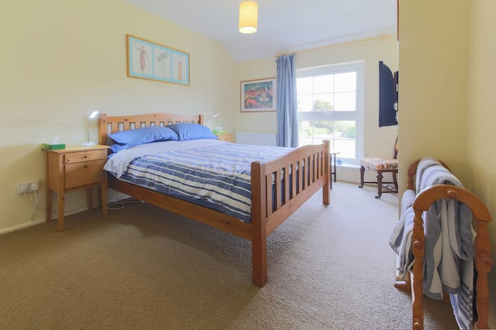 Welcoming large room, cosy cottage - Ludgvan - Bed & Breakfast