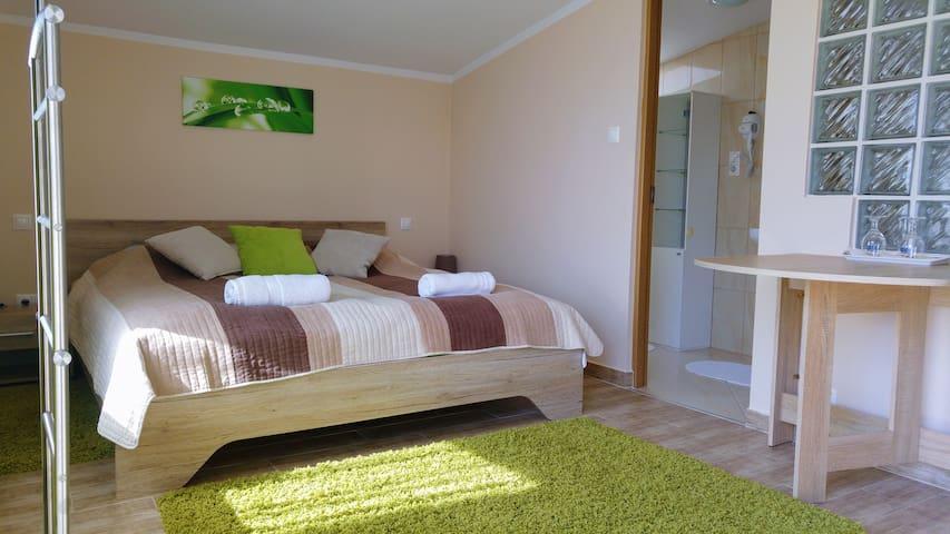 """Rose"" Room 2. - Lenti - Bed & Breakfast"