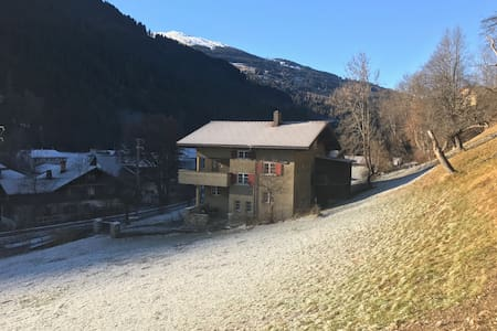 Idyllic 3-rooms apartment near Klosters (flat B) - Küblis - Apartmen