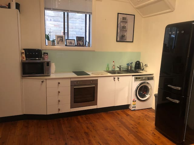 Comfy one bed apartment in leafy Centennial Park