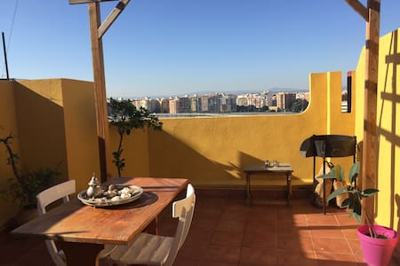 Double room in cossy attic  with terrace - València