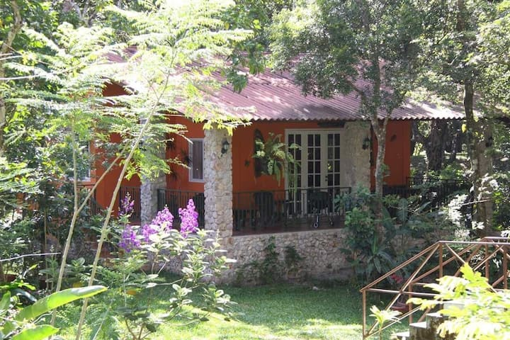 Los Duendes Ecolodge