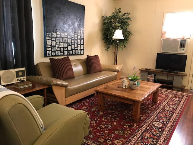 Spacious & Cozy, Private Suite By Downtown El Paso