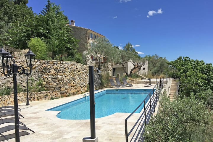 Beautiful Provencal villa with guest house and private pool, panoramic view