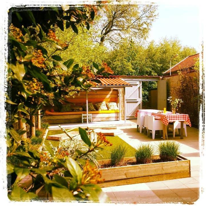 Lovely house with garden bordering dunes & beach