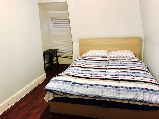 Queen bed in PRIME location walk to Harvard/MIT