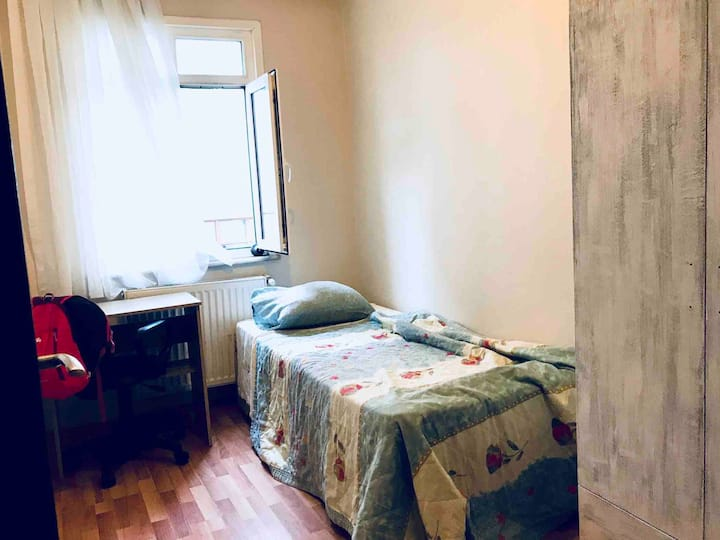 Cute and small single room with a monthly discount
