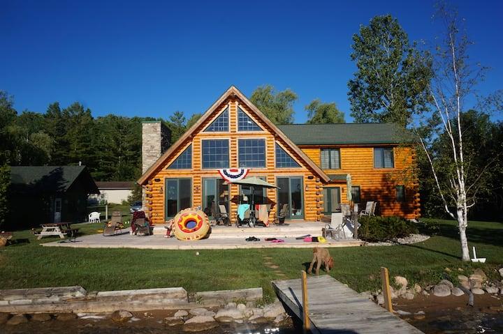 Beautiful Log Lodge on Walloon Lake, Petoskey MI