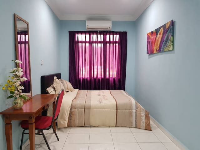 Auntie Florence Homestay, Penampang | Room 2