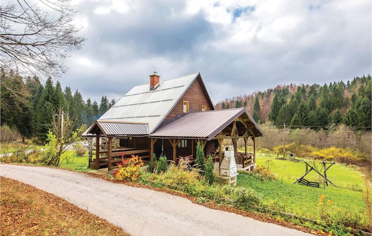 Holiday cottage with 4 bedrooms on 120m² in Trsce
