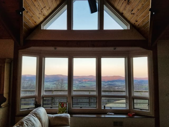 Whitetail Spur - Panoramic Valley View!