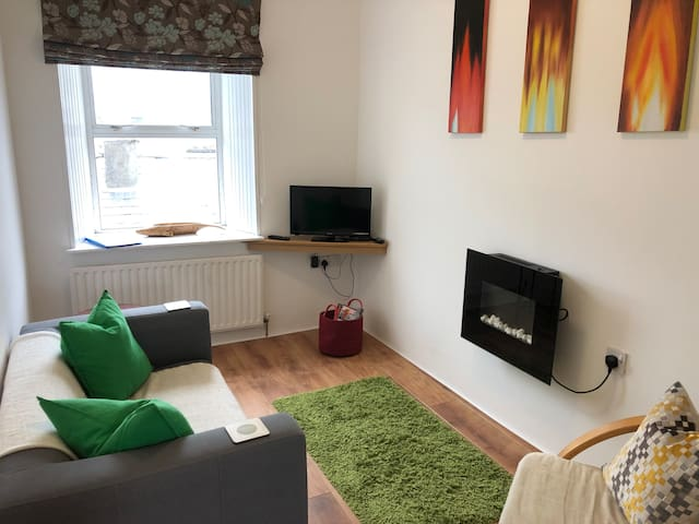 2nd Floor Apartment - Upper Bridge St, Town Centre