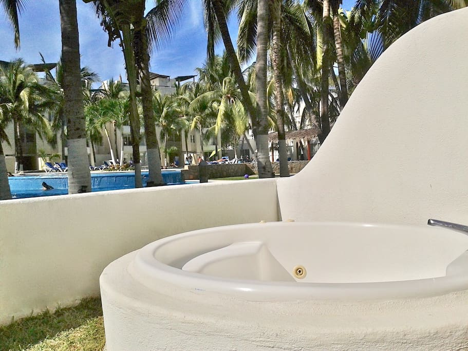 Jacuzzi on private yard frontal to pool