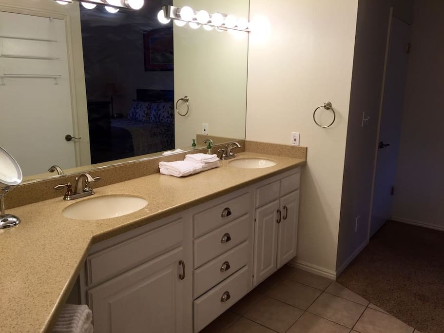 Double-sink master bath