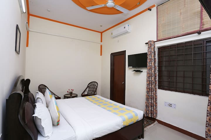 """Addie's house""Private room Near sahastradhara rd"