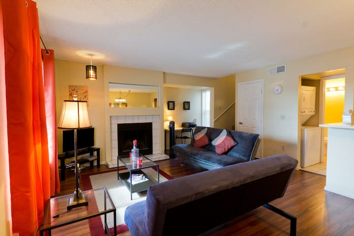 BEAUTIFUL CONDO AT A GREAT LOCATION up to 6 guests