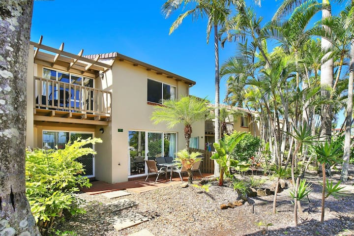 Resort Style - The Oasis Resort Villa 7, 2 Landsborough Pde