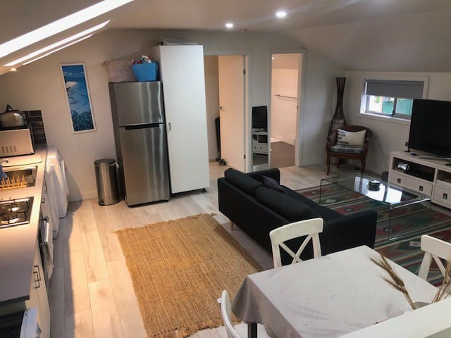 Self isolate - 1 bedroom apartment, self check-in.