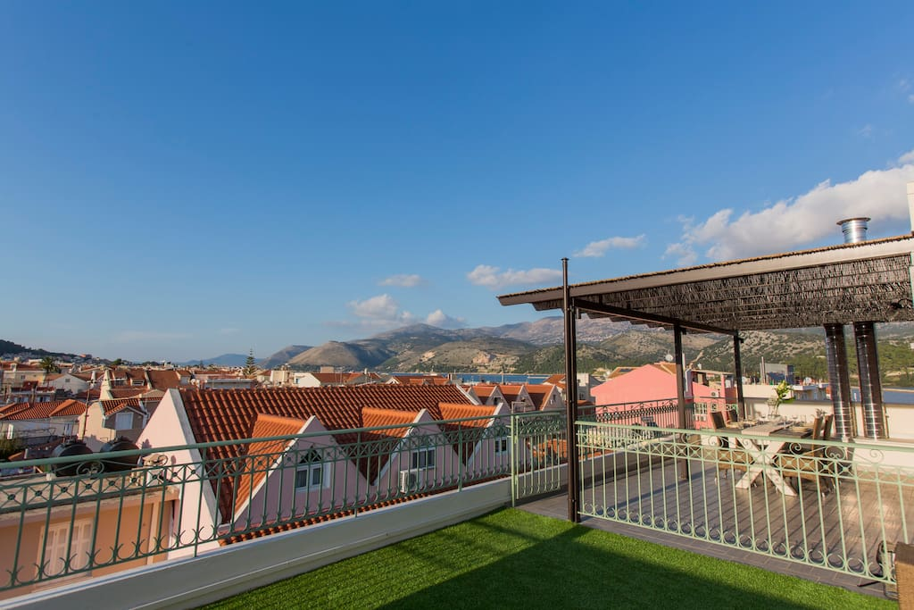 Stunning Eagle-Eye view from the huge terrace of the penthouse. The pergola provides shade to enjoy a great breakfast or lunch outside!