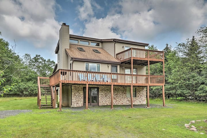 NEW! Poconos Mountain Retreat w/ Game Room + Decks