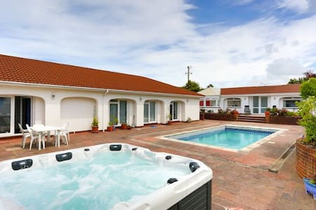 APPLEDORE SURF BAY LODGE | 3 Bedrooms - Appledore