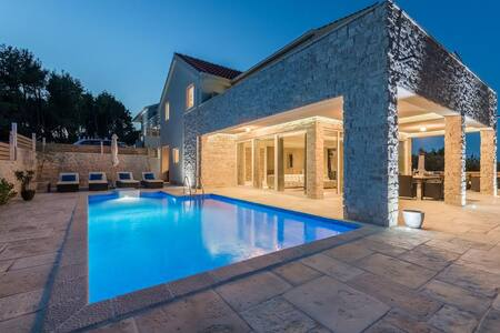 Villas Anouk & Belpur for 20 people - Pitve - Villa