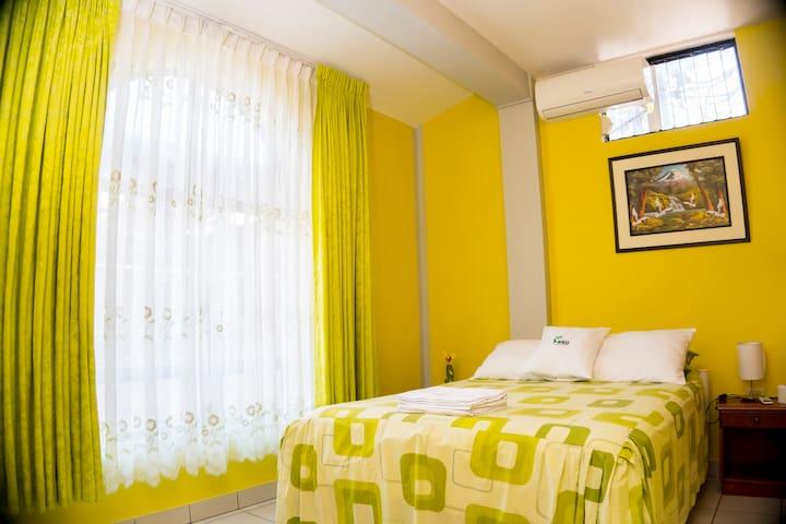 La casa de HIRO, room with private bathroom.