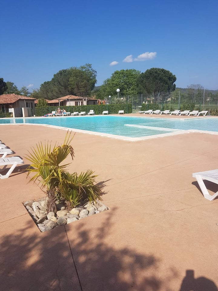 Maison climatisée, piscine , terrasse ,jardin .