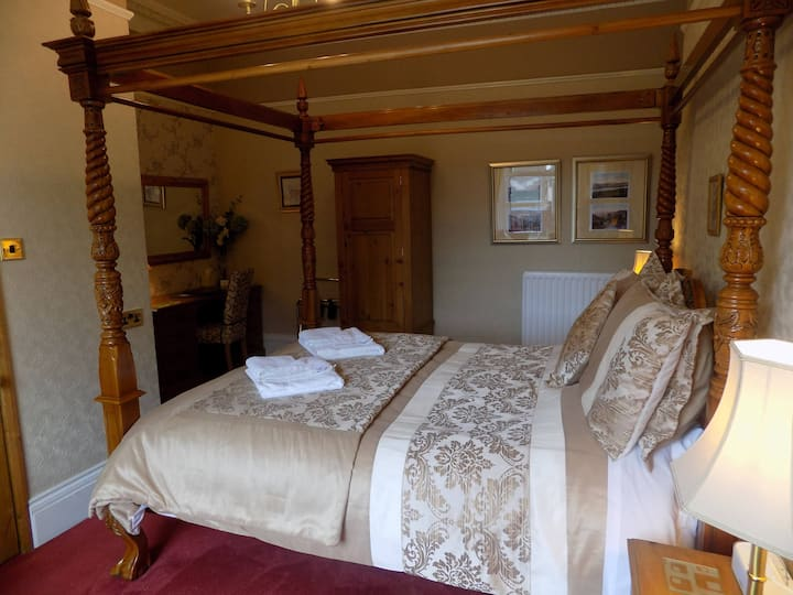 Delux King Room with En-suite(Excluding Breakfast)