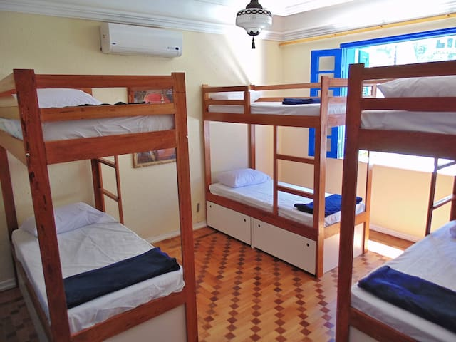 Hostel Maresias do Leme - Quarto com 6 camas