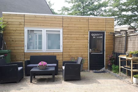 Cosy Cabin, Amsterdam suburb. Holland Expercience!