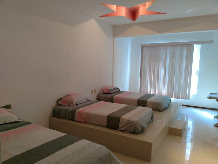 3 camas individuales. recámara 2