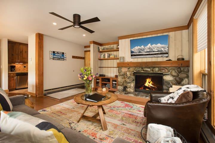 RMR:  Renovated 2 BR Condo/Teton Village +Free Fun