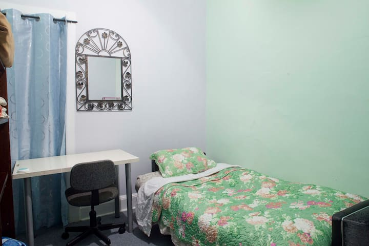 Economical Room, Close to Midtown 3 blocks Subway - Nova Iorque - Apartamento