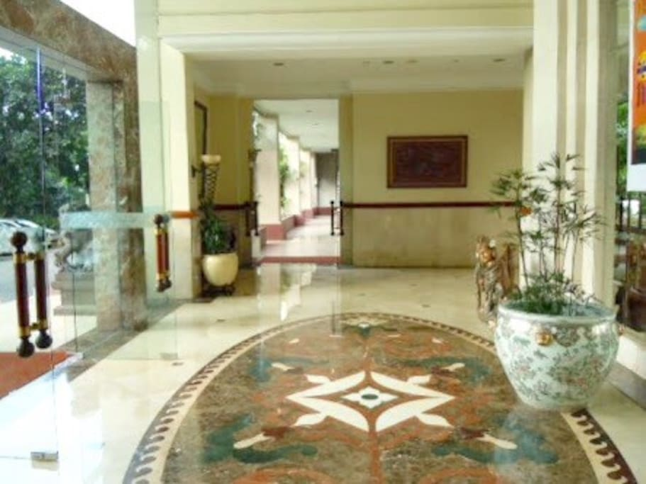 Main lobby of the apartment with 24 hour security