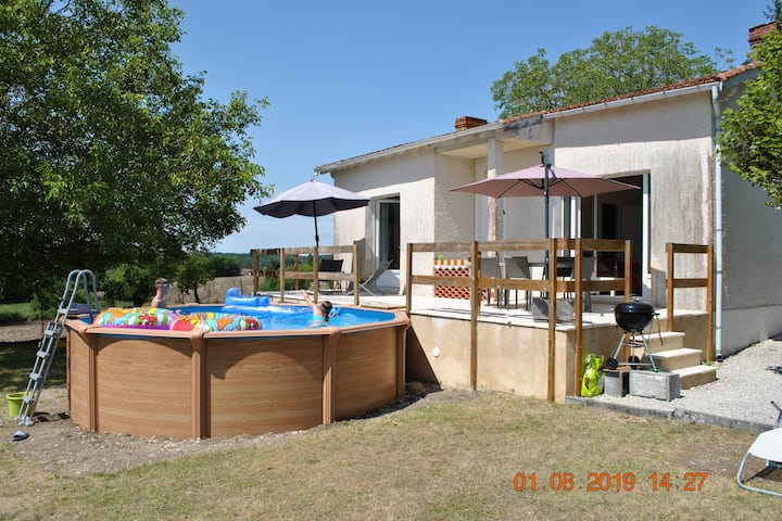 Dordogne Gite with pool & spectacular views.