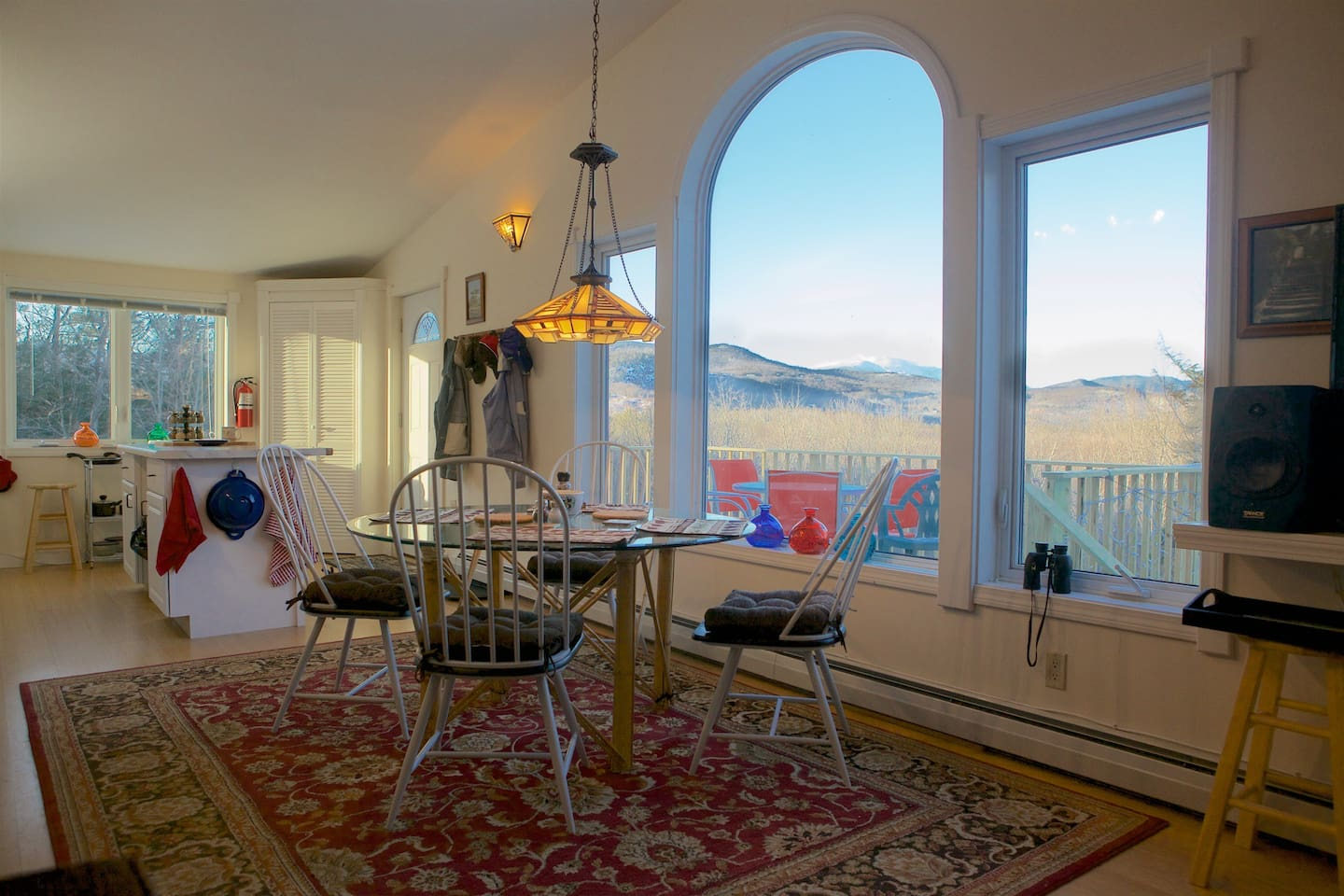 Dining indoor or out on the deck with view of Mt Washington and Gas BBQ on the Deck