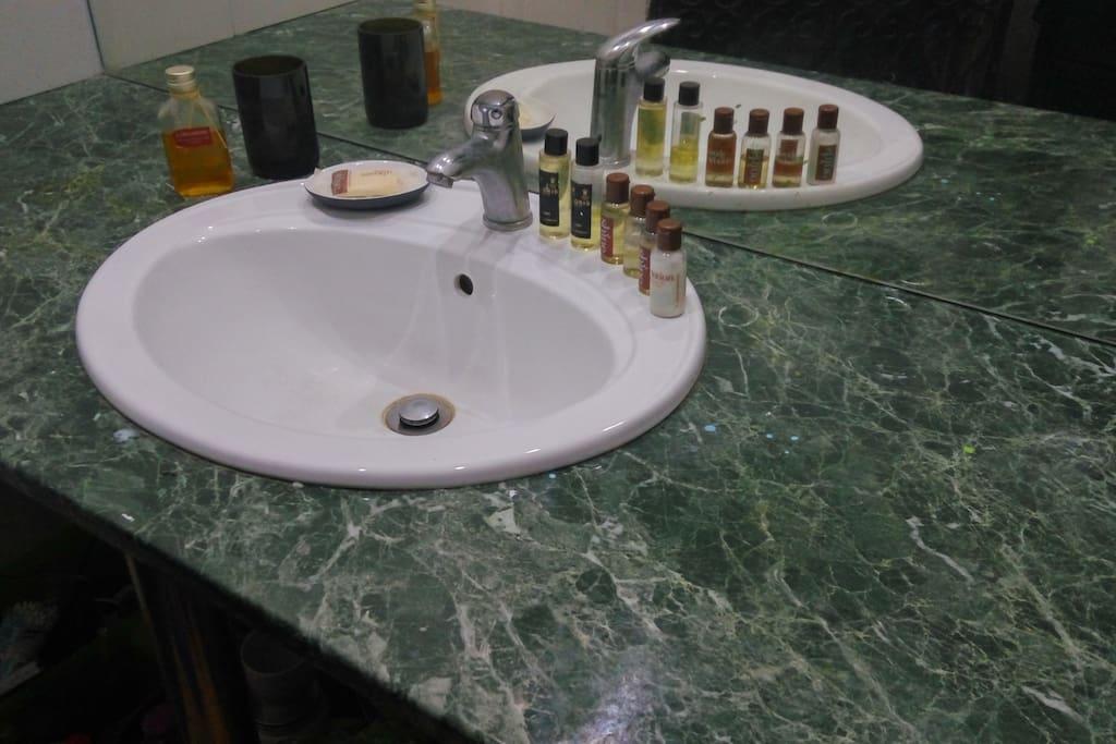 Walk in vanity mirror sink