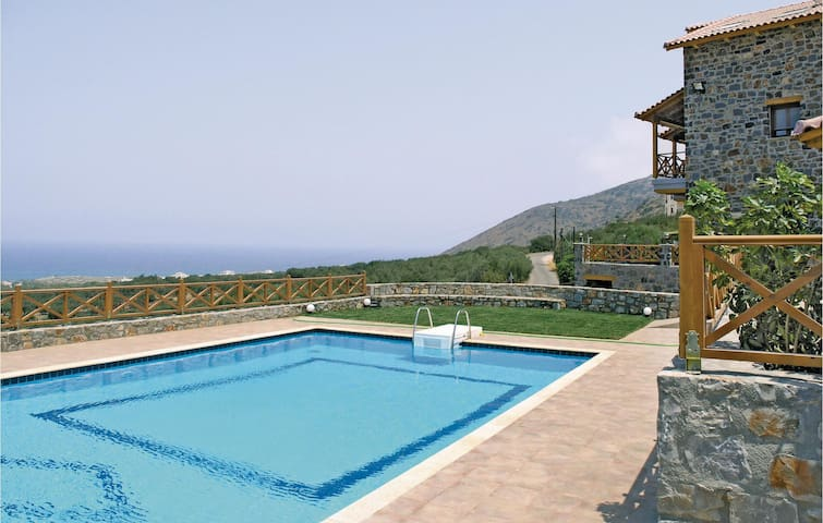 Holiday cottage with 4 bedrooms on 180m² in Milatos, Lasithi
